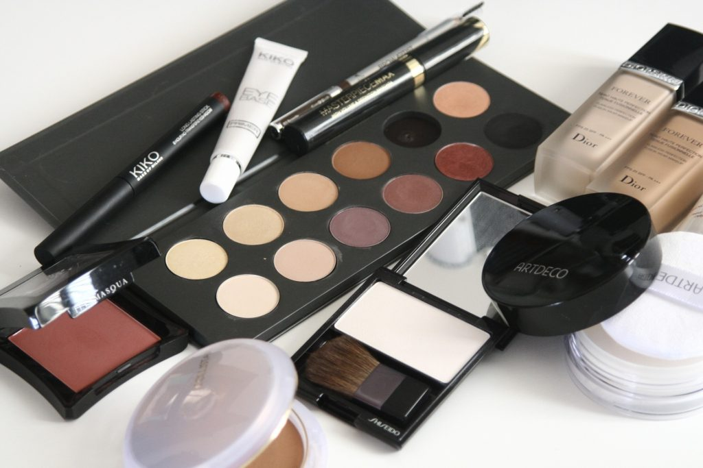 The Ultimate Makeup Kit for Beginners on A Budget-